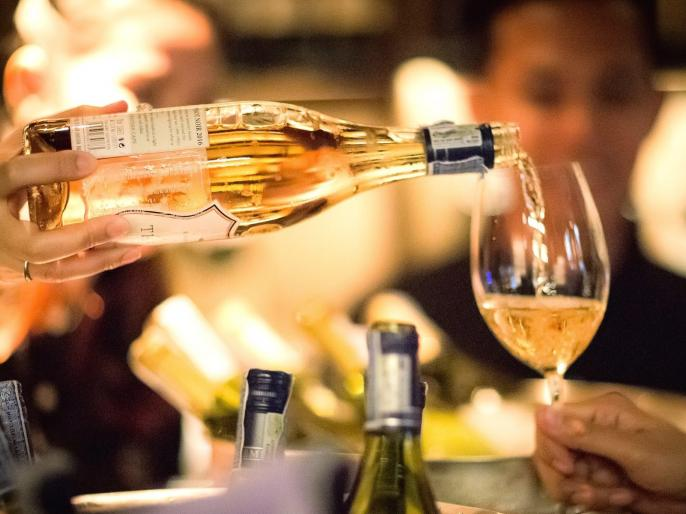 Maharashtra Lockdown: hotels, bars, and restaurants to sell stocks of foreign liquor to wine shops   महाराष्ट्र में लॉकडाउन के बीच होटल, बार, रेस्तरां को विदेशी शराब का स्टॉक वाइन शॉप को बेचने की मिली अनुमति, माननी होगी ये शर्त