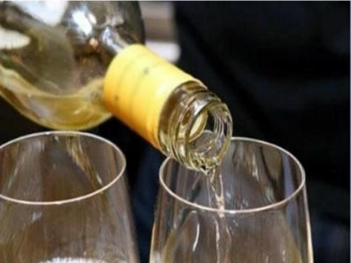 Uttar Pradesh Lucknow Liquor stores now allowed to operate till 10 pm | उत्तर प्रदेशः शराब, बीयर और भांग की लाइसेंसी दुकान के खुलने के समय में बदलाव,सुबह10 बजेसेरात10बजे तक, जानिए गाइडलाइन