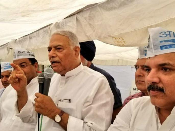 Arvind kejriwal, Yashwant Sinha, BJP, LG House, IAS aam aadmi Party, Manish Sisodia | LG ऑफिस के बाहर AAP ने शुरू किया धरना, हजारों कार्यकर्ता हुए इकट्ठा, यशवंत सिन्हा भी पहुंचे
