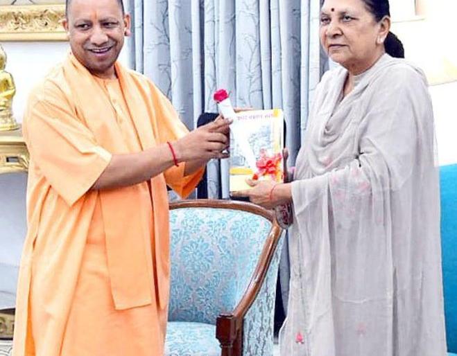 Uttar Pradesh: CM Yogi meets Governor Anandiben amid speculation of cabinet reshuffle | उत्तर प्रदेशः कैबिनेट फेरबदल की अटकलों के बीच सीएम योगी ने की राज्यपाल आनंदीबेन से मुलाकात