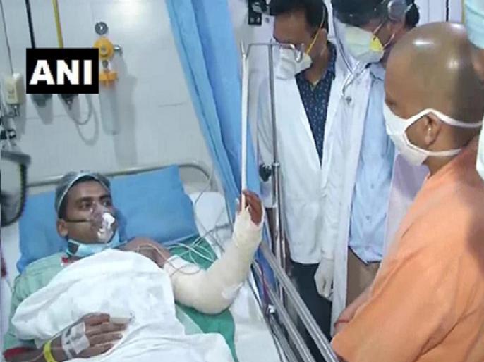 Kanpur Yogi Adityanath visits Regency Hospital where policemen, who were injured in encounter in Bikaru village in the district, are undergoing treatment. | कानपुर शूटआउट: घायल पुलिसकर्मियों से अस्पताल मिलने पहुंचे योगी आदित्यनाथ, जानिए पूरा घटनाक्रम