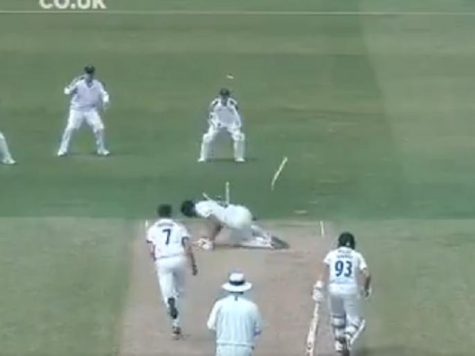 Yorkshire pacer floors batsman, Sends Stumps Flying with Lethal Yorker | यॉर्कशर के गेंदबाज ने फेंकी ऐसी खतरनाक यॉर्कर, दो स्टंप उखड़ गए, बल्लेबाज भी क्रीज पर गिर पड़ा, देखें Video