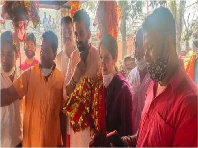 zaheer khan arrives with wife sagarika at rajarappa offering prayers at chinnamastika temple | पत्नी सागरिका संग धोनी के शहर पहुंचे जहीर खान, मंदिर में की पूजा-अर्चना, कहा- मां के दरबार में आकर अच्छा लगा