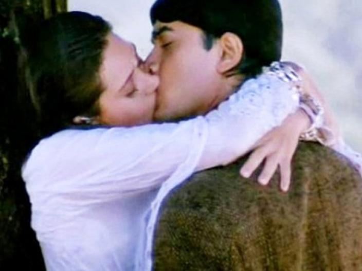 World kissing day 2018: Deepika padukone to kareena kapoor other celebrities kisses on screen |