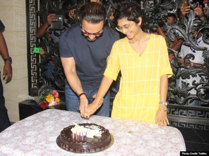 aamir khan gets perfect kiss on his 53rd birthday |