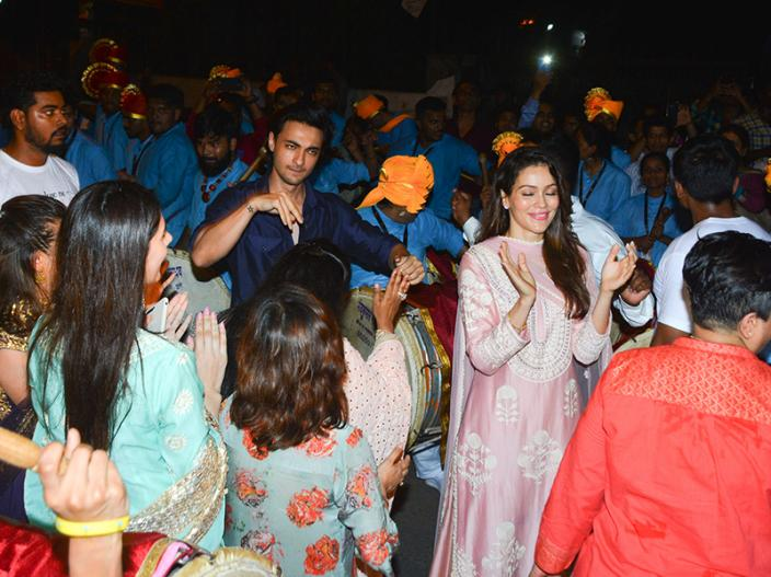 Salman Khan's sister Arpita Khan with husband Aayush Sharma Ganpati Immersion at bandra, See Photos |