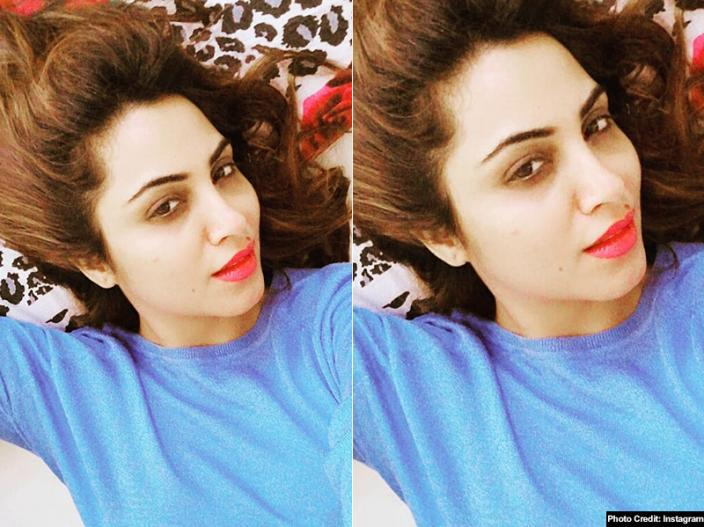 Bigg boss fame arshi khan share her sensuous bikini photos raises temperature on social media, Pics goes viral |