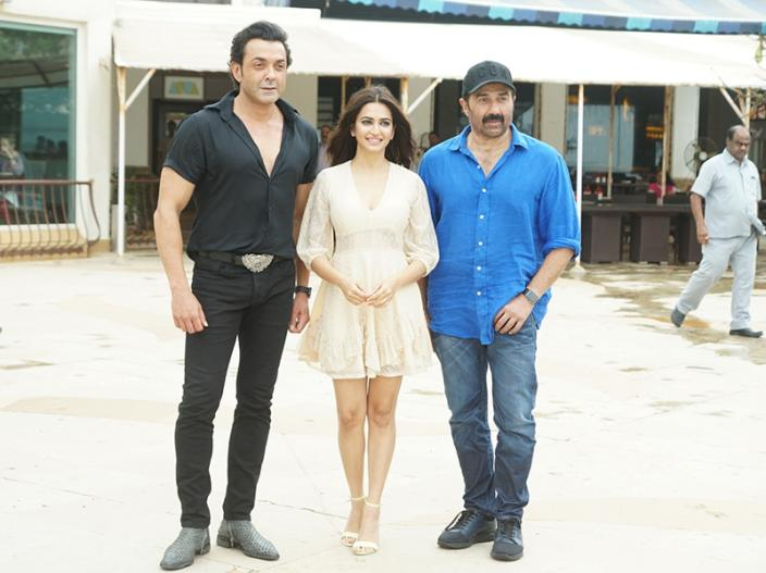 Yamla Pagla Deewana Phir Se Promotions: Bobby Deol, Sunny Deol & kriti kharbanda at Sun n Sand juhu for Media interactions, See Photos HQ Images |