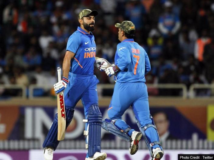 | कोहली ने टॉस जीतने के बाद इसकी वजह बताते हुए कहा कि भारतीय टीम इस मैच में ये खास कैप पहनकर पुलवामा में शहीद हुए जवानों को श्रद्धांजलि दे रही है। कोहली ने ये भी कहा कि टीम इंडिया के सभी खिलाड़ी अपने इस मैच की फीस पुलवामा शहीदों के परिजनों को समर्पित करेंगे।