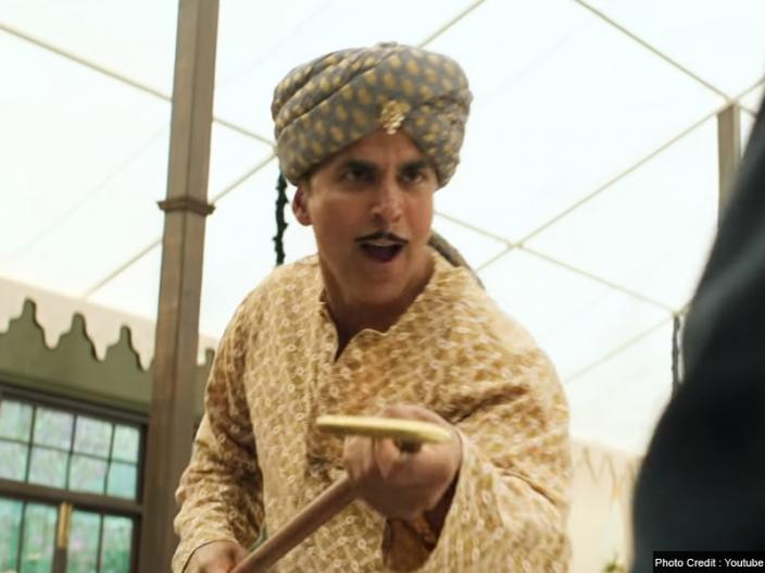 Gold New Song Chad Gayi Hai Released: Akshay kumar did funny dance with Mouni roy in video, Pics Photos |