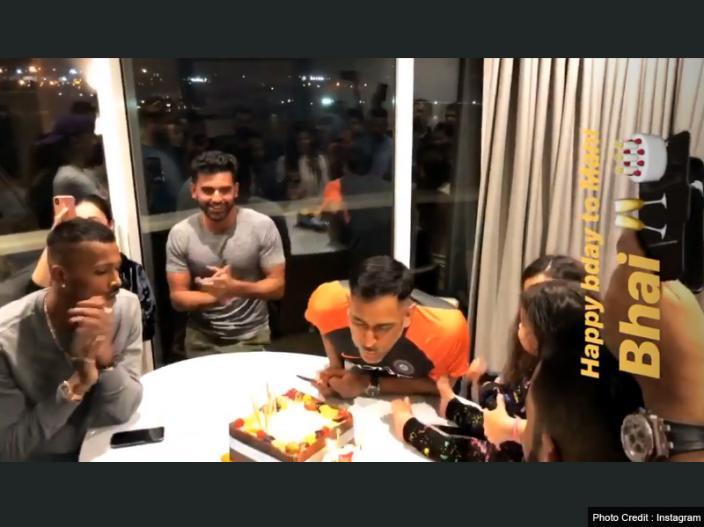 MS Dhoni Birthday Party Pics: Sakshi dhoni, ziva, anushka sharma and virat kohli celebrate Dhoni's Birthday |