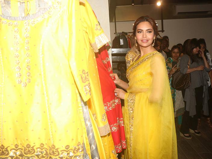 Esha Gupta traditional hot look |