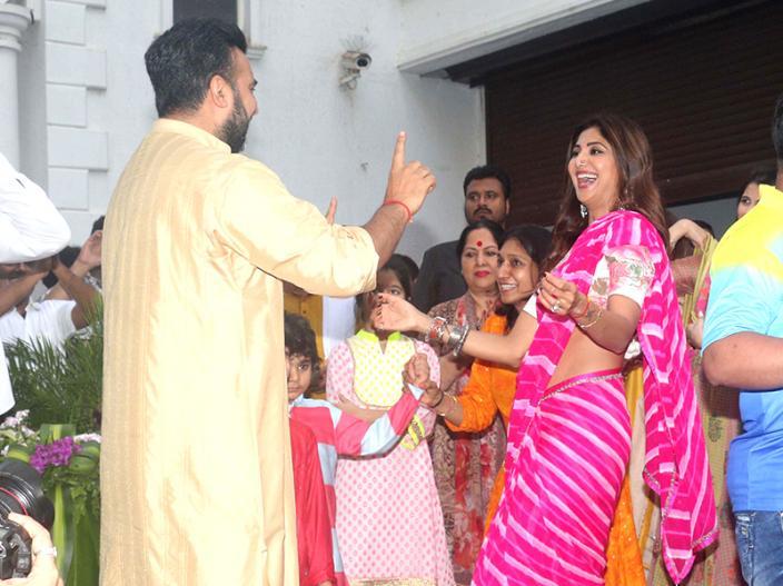 Ganesh Chaturthi 2018: shilpa shetty and raj kundra dance on Ganpati Visarjan |