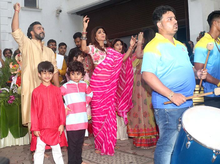 Ganesh Chaturthi 2018: shilpa shetty and raj kundra dance on Ganpati Visarjan |