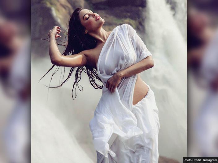 Gizele Thakral goes Mandakini Avtar |