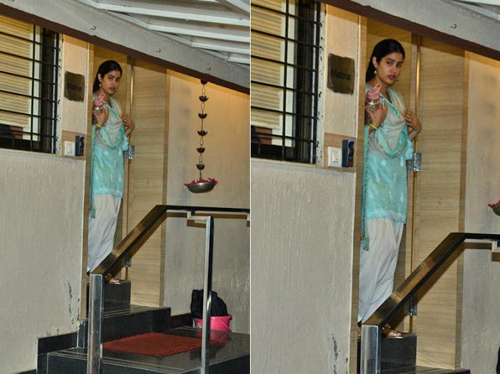 Dhadak Actress Janhvi kapoor spotted in suit salwar in Bandra Mumbai, see pics photos hd Images |