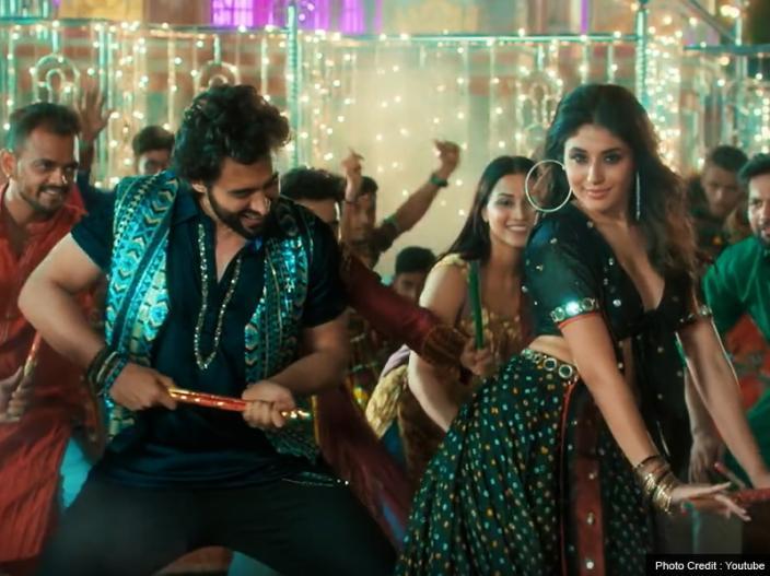 Mitron Song Kamariya: Jackky Bhagnani and kritika kamra Dance Make your MooD, See Photos |
