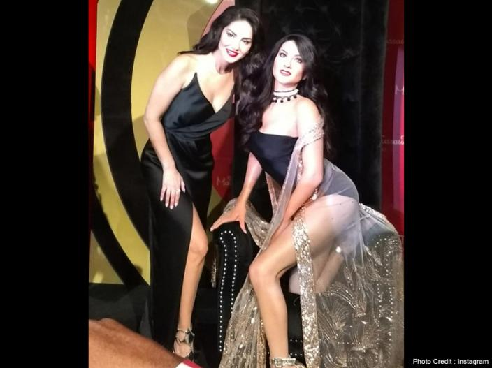 Sunny Leone Gave Sexy poses with her wax statue at Delhi's Madame Tussauds, See Photos |