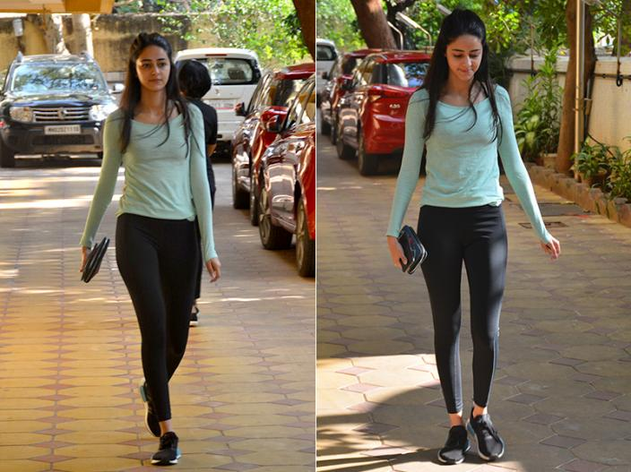 Photos: Student Of The Year 2 Actress Ananya Panday Stylish Look Snapped in Bandra Mumbai |