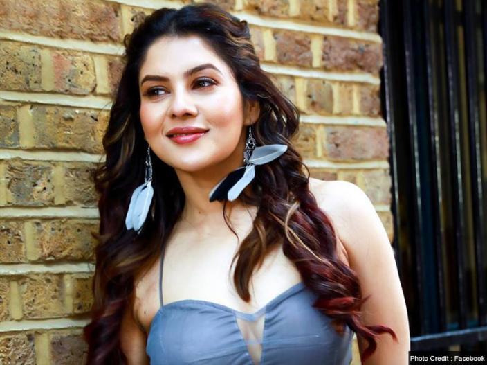 Bollywood and Bengali Actress Payel sarkar Bold and sexy Photos |