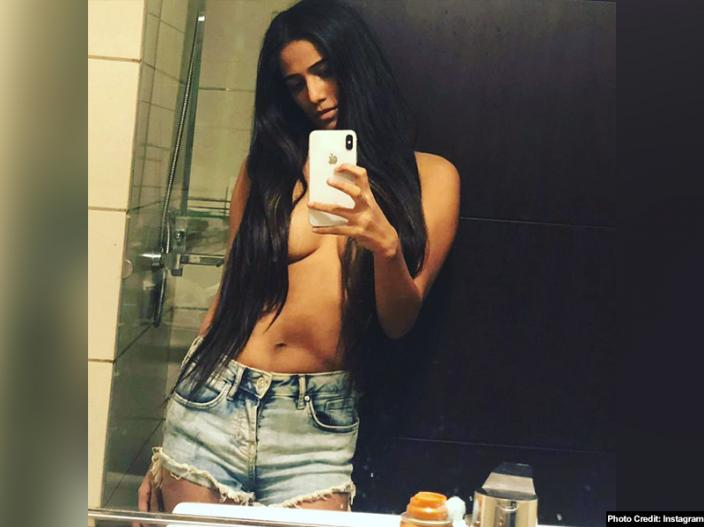 Bold Pics: Poonam pandey show her hot cleavage on instagram, videos and pics goes viral |