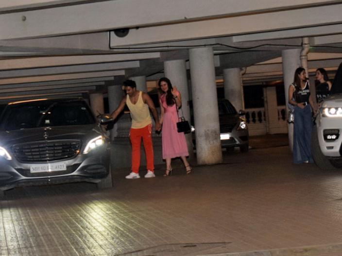 Photos: Kareena Kapoor Khan, Karisma Kapoor and Malaika Arora attent the B'Day Boy Ritesh Sidhwani Party in his house  