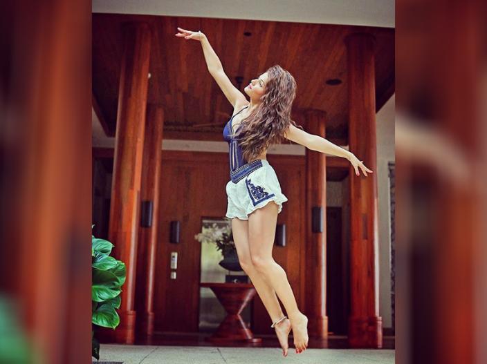 Rubina Dilaik Post Her Hot And Sexy Photo On Instagram   टीवी एक्ट्रेस  रुबीना दिलाइक की इन Hot अदाओं को देखते रह जाएंगे आप   Lokmat News Hindi