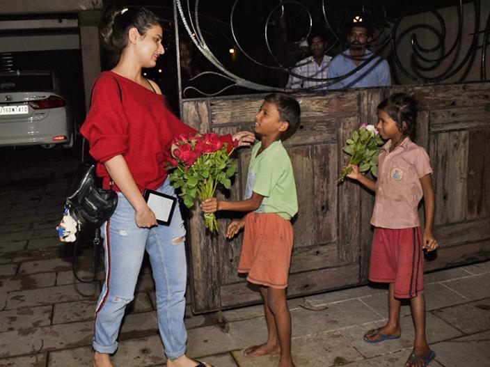 In Pics: Thugs of Hindostan actress Fatima Sana Shaikh Spotted at BBlunt in Juhu Mumbai |