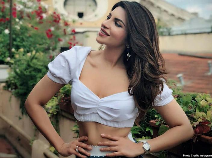 Shama sikander share her hot, sexy, bold and sensational photos on instagram |