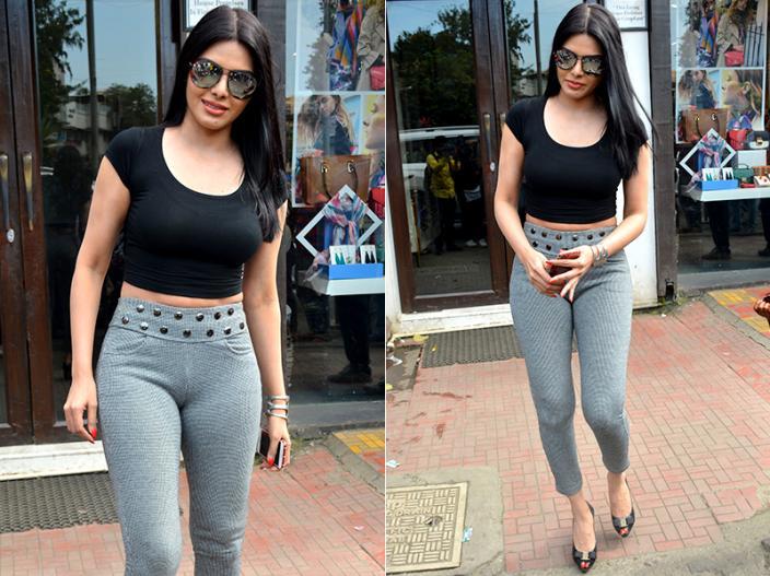 Photos: Kamasutra 3D Actress Sherlyn Chopra Bold Look Spotted in Bandra Mumbai |
