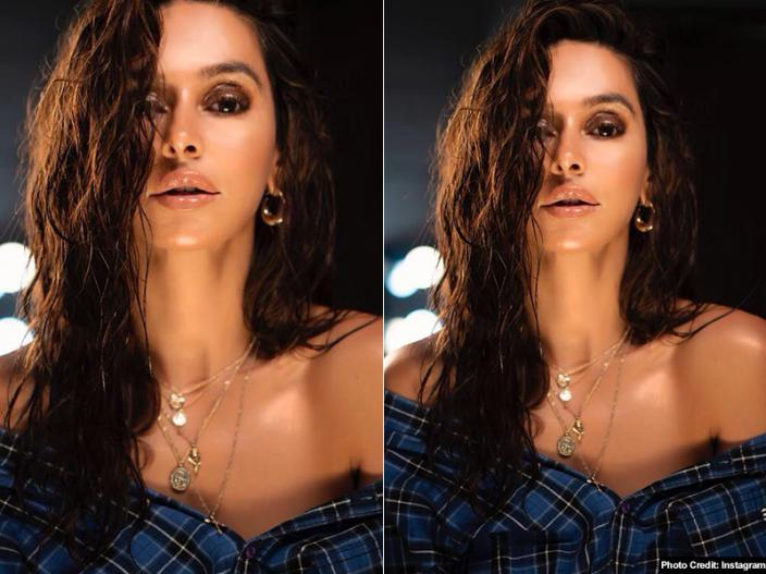 Hot Photos: Shibani Dandekar Share her bold and sizzling pics on Instagram |