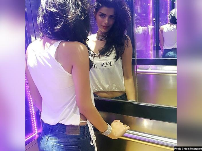 Bigg boss contestant sonali raut share her hot, bold and sexy photos on Instagram |