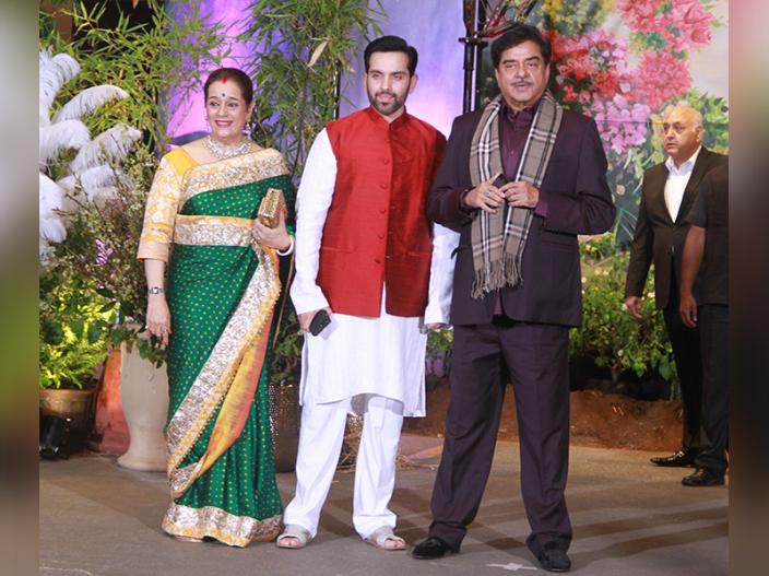 Shatrughan Sinha arrives with his family |