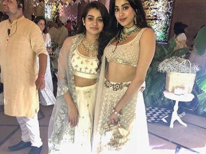 सोनम की शादी जाह्नवी कपूर, दुल्हन के लिबास पर भी पड़ीं भारी के लिए इमेज परिणाम