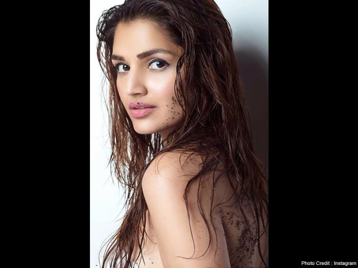 Marudhar Express Actress Tara Alisha Berry hot, sexy and Bold Photos, Released on 26th October 2018  