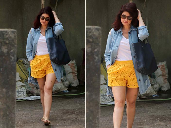 Photos: Twinkle Khanna Bold Look and Divya Dutta Saree Avtar Spotted at kromakay salon in juhu |