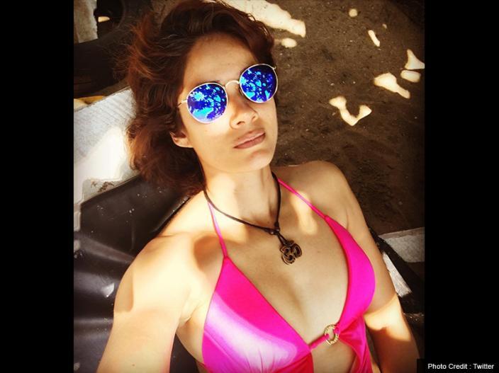 Bold Pics: Shah Rukh Khan Co-Star Vidya Malvade Share Her Sensational Bikini Photos on Instagram |