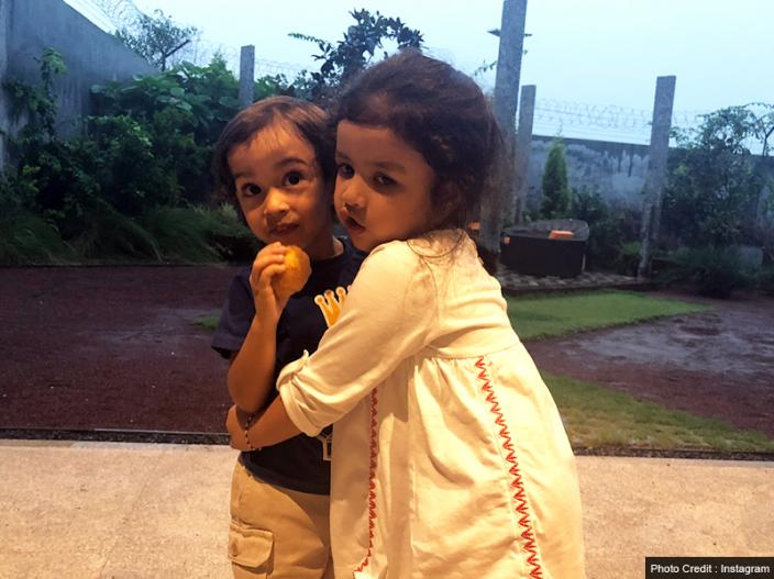 सलमान खान की बहन अर्पिता खान शर्मा ने रविवार को इंस्टाग्राम पर बेटे आहिल और धोनी की बेटी जीवा की तस्वीरें शेयर की हैं। | सलमान खान की बहन अर्पिता खान शर्मा ने रविवार को इंस्टाग्राम पर बेटे आहिल और धोनी की बेटी जीवा की तस्वीरें शेयर की हैं।